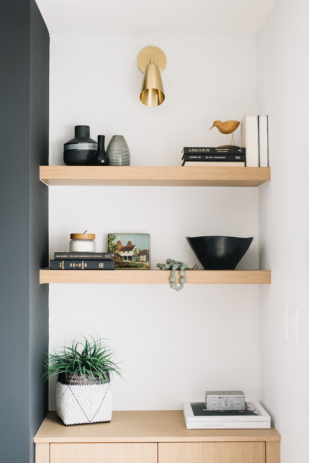oak floating shelves, shelf styling