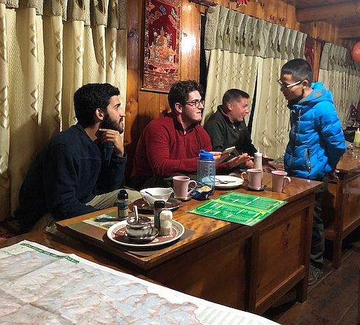 An Israeli, a Brit,a Chinese and a Russian walk into a lodge... Osiv, Stuart, Ivan and Pham discuss the perils of trail health.