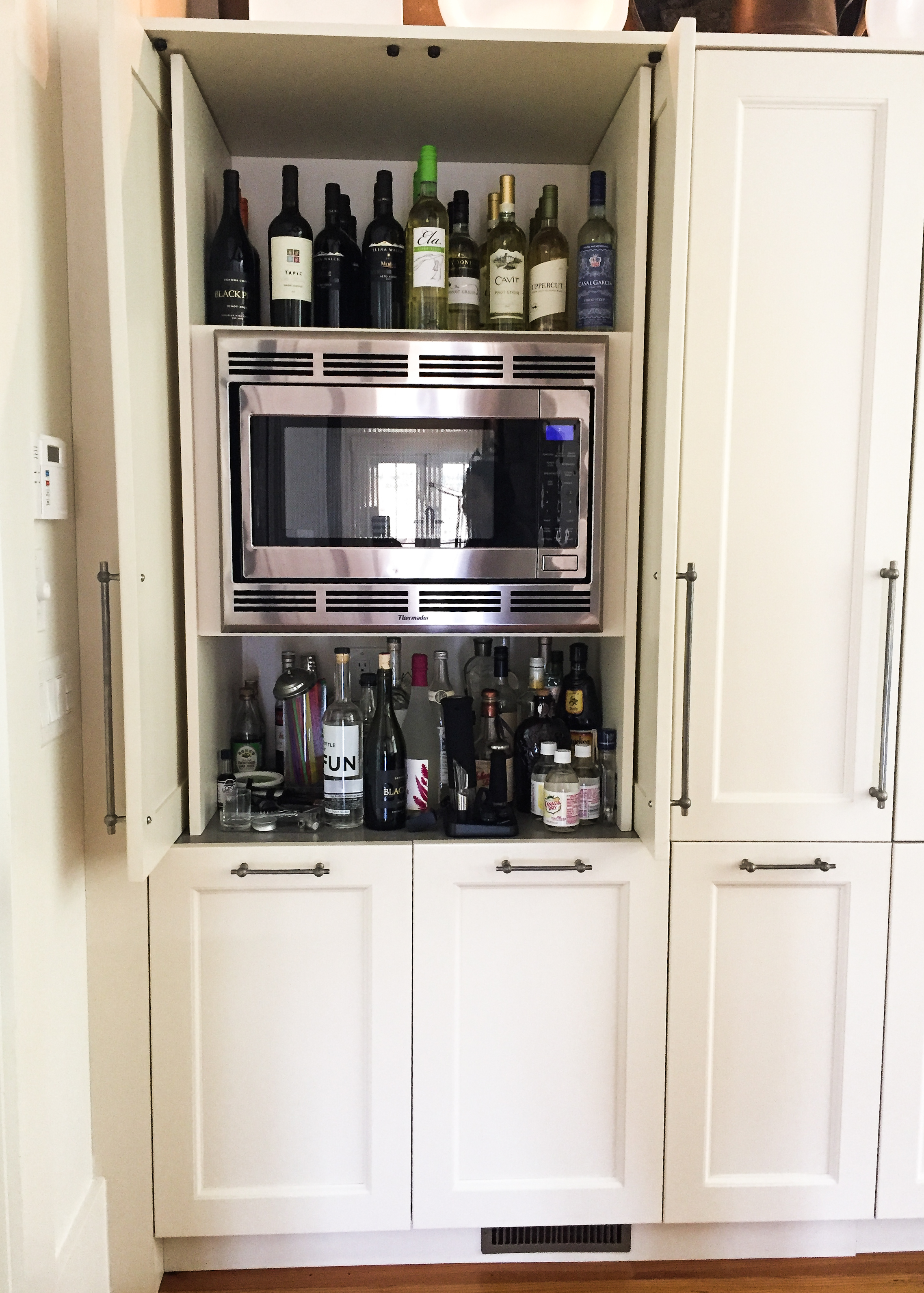 Retractable Doors Make the Microwave Easy to Access!