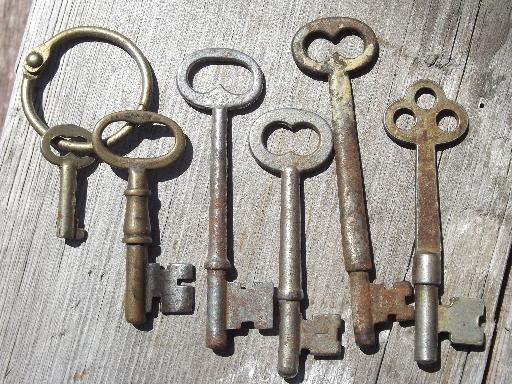 old-vintage-antique-key-lot-100-skeleton-keys-car-keys-etc-padlocks-Laurel-Leaf-Farm-item-no-k620144-4.jpeg