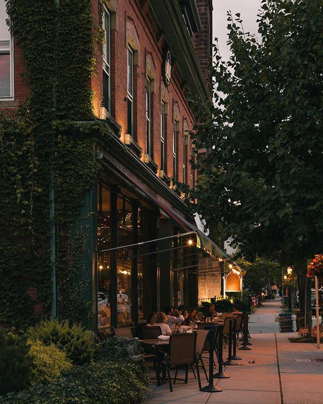 Summers on Hope St. ✨ . . . . #hopest #bristolri #summer #nighttime #dinner #leos #downtown #historic
