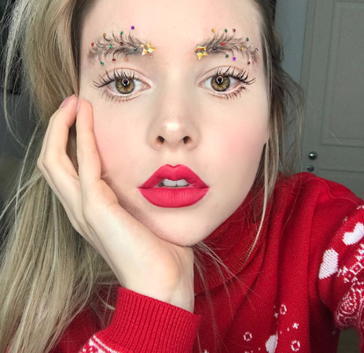 Canadian vlogger  Taylor R  models the Christmas tree eyebrow look.