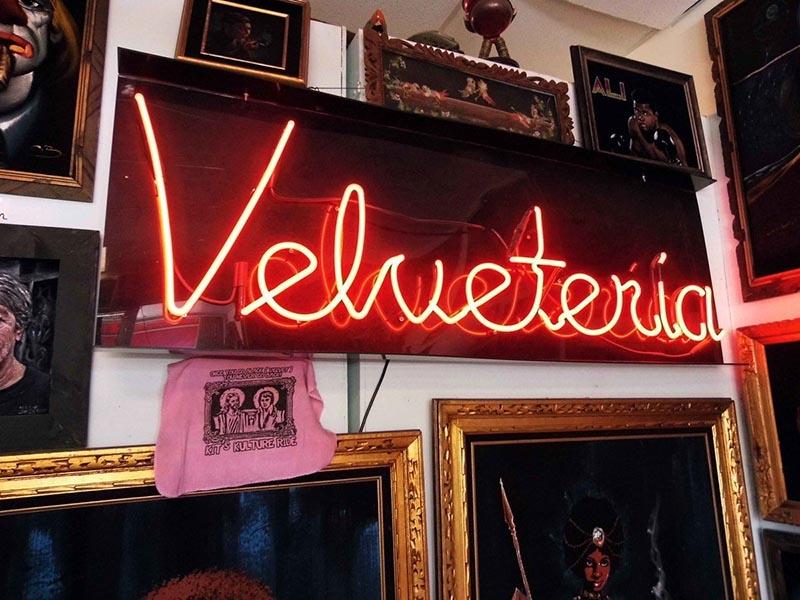 ( Photo:    Velveteria  )