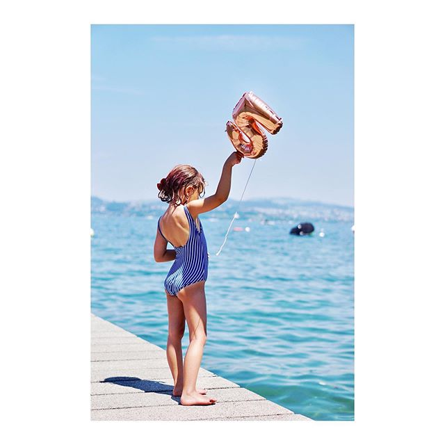 Just like this our little sunshine turned 5 today.  #feelingallthefeelstoday  #keepspreadinghappiness . . . . .  #heitersummer #heitermädchen #mystoryoflight #clickinmoms #swissblogger #childofig #wildandfreechigldren #mywild #candidchildhood #childhoodunplugged #makeportraits #subjectlight #cameramama  #makingmemories #momentsofmine #thischildofmine #mummyshot  #letthechildren #letthembelittle #momswithcameras #loveyoutothemoonandback  #kindheitsgold #kidsofinstagram