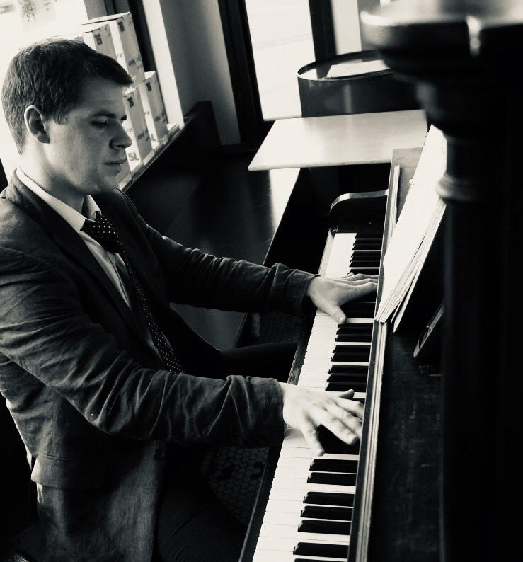 Keith Grey - piano.jpg