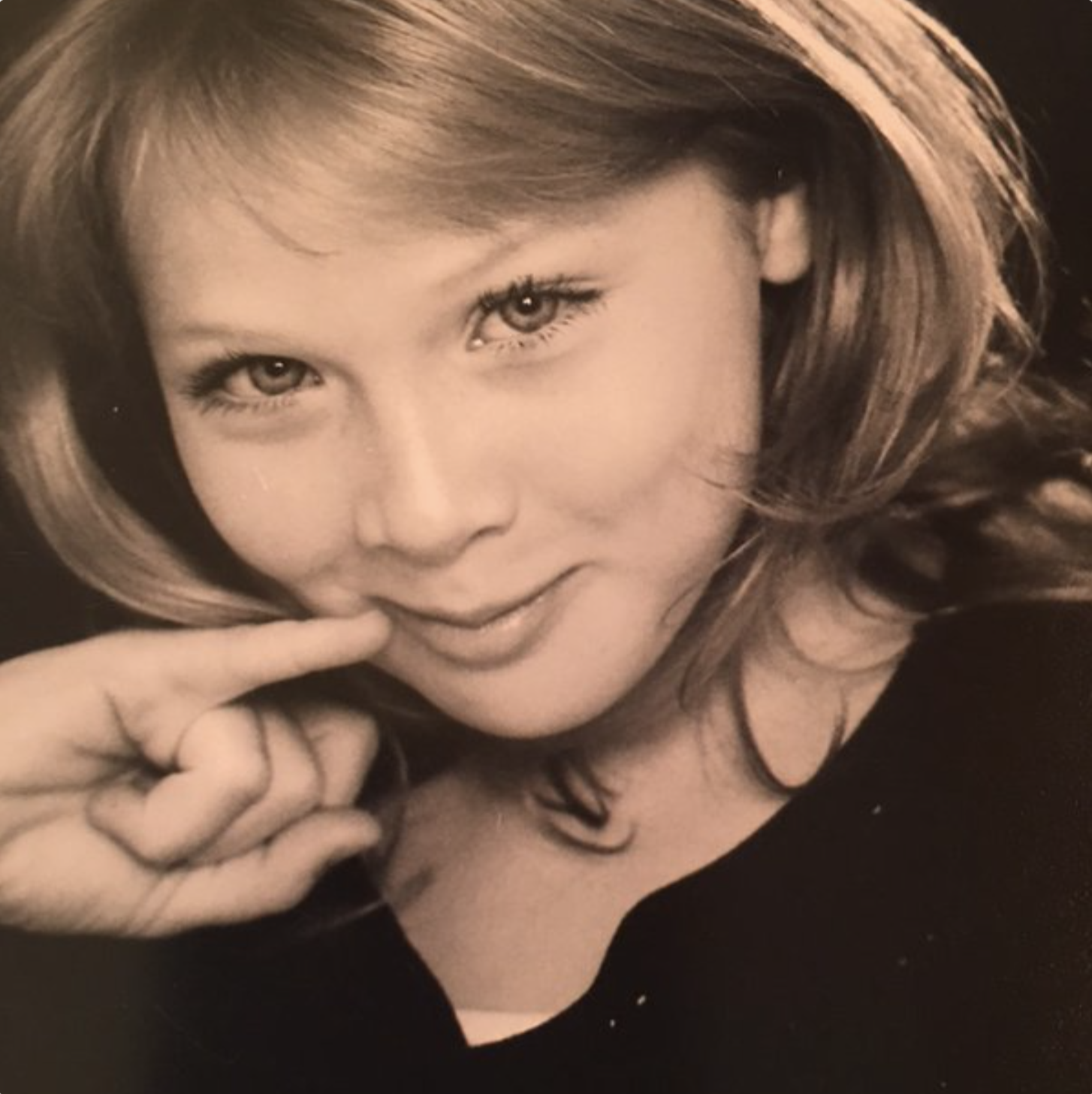144 - Molly Quinn - now.png
