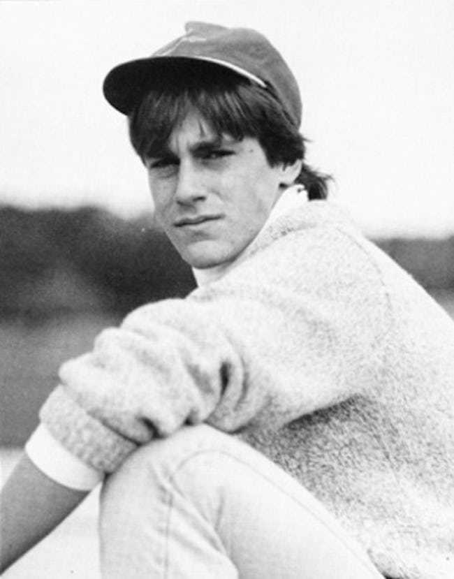 young-jon-hamm-in-gray-sweater-and-cap-photo-u1.jpeg