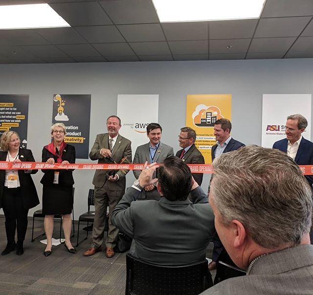 It was a pleasure to join @asuonline and @amazonwebservices at their opening and celebration of their new Smart City Innovation Center (CIC). Congratulations! This is a great step toward the future we all need. #aws #asu #Technology #monday