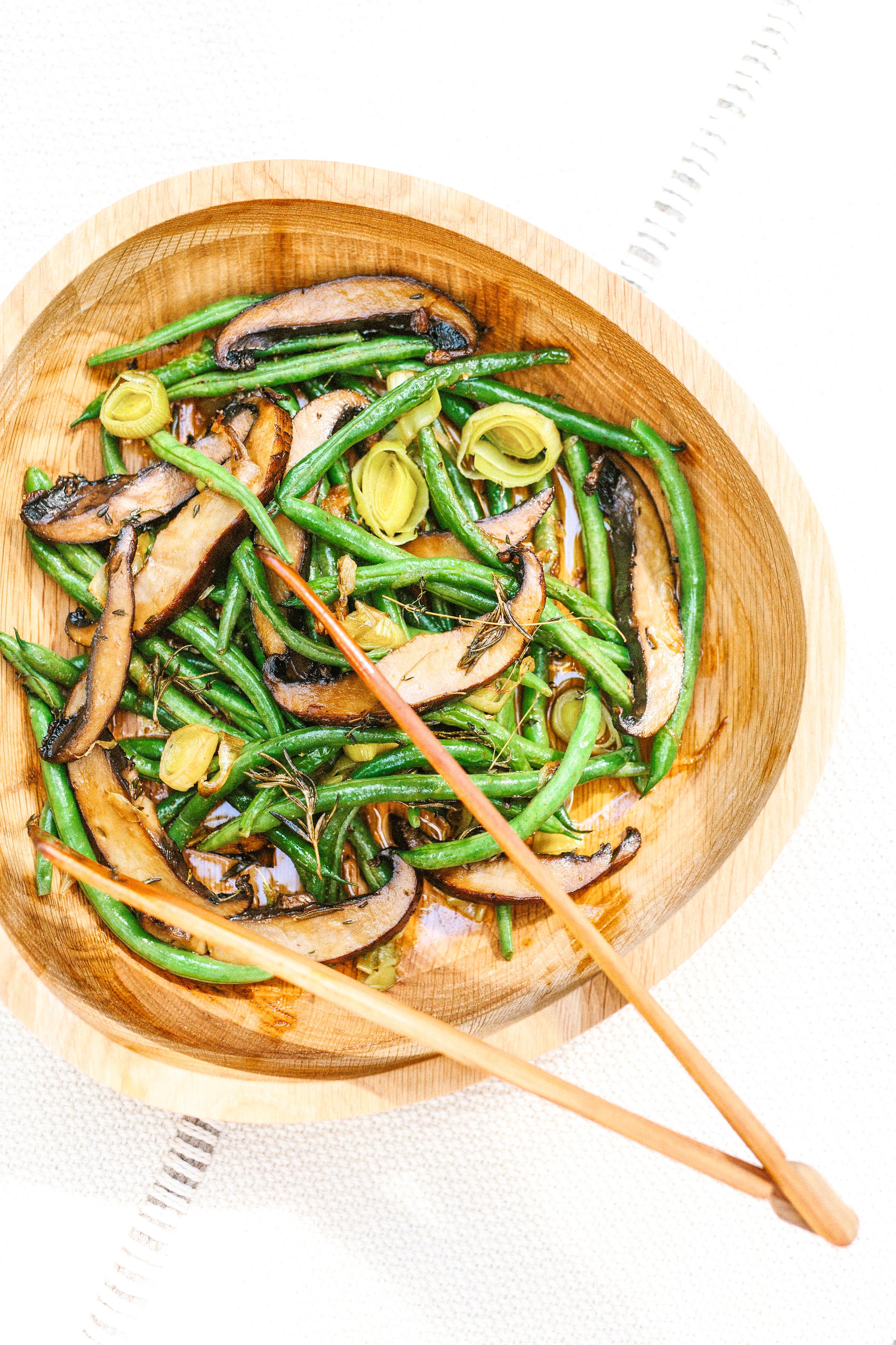 roasted fall vegetables // #ShiraRD #paleo #refinedsugarfree #SnacksbyShira