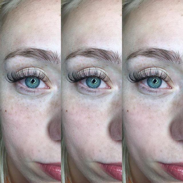 Pretty Classics 💕 . . . . . . . #vancouver #eyelashextensions #softlashes #mapleridge #mua #makeup #makeuplover #eyelashes #eyelashesfordays #pretty #makeupblog #fluffylashes #lashes #lashboost #lashextensions