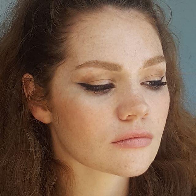 #wingwednesday with this babe @paigeandreathom 😍😍😍 makeup + hair by me @karolinemakeup #makeupartist  #makeupandhair #wingedliner #bombshell #retromakeup #beauty #freckles #ginger #beautymakeup #makeupartistsworldwide #peachymakeup #nudelip #weddingmakeupartist #vancouvermua #yvrmua #browsonpoint #sunkissed #browsonfleek