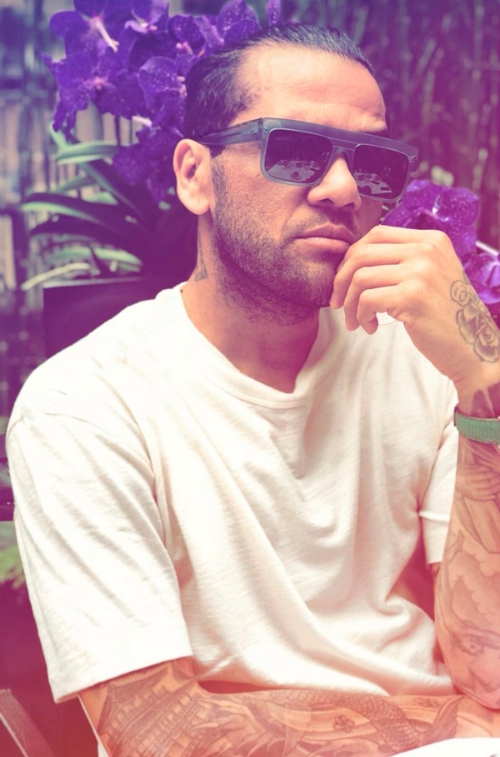 dani_alves_psg_paris_wilde_sunglasses_oculosdesol.jpg