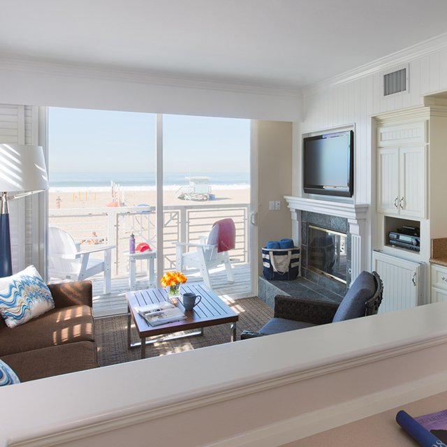 Ocean View room. (photo courtesy : Beach House Hermosa Beach)