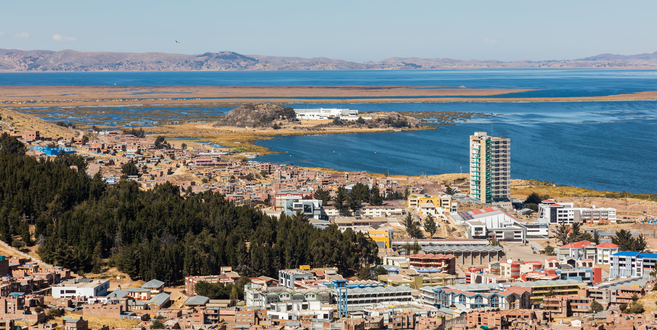 Vista_de_Puno_y_el_Titicaca,_Perú,_2015-08-01,_DD_63.JPG