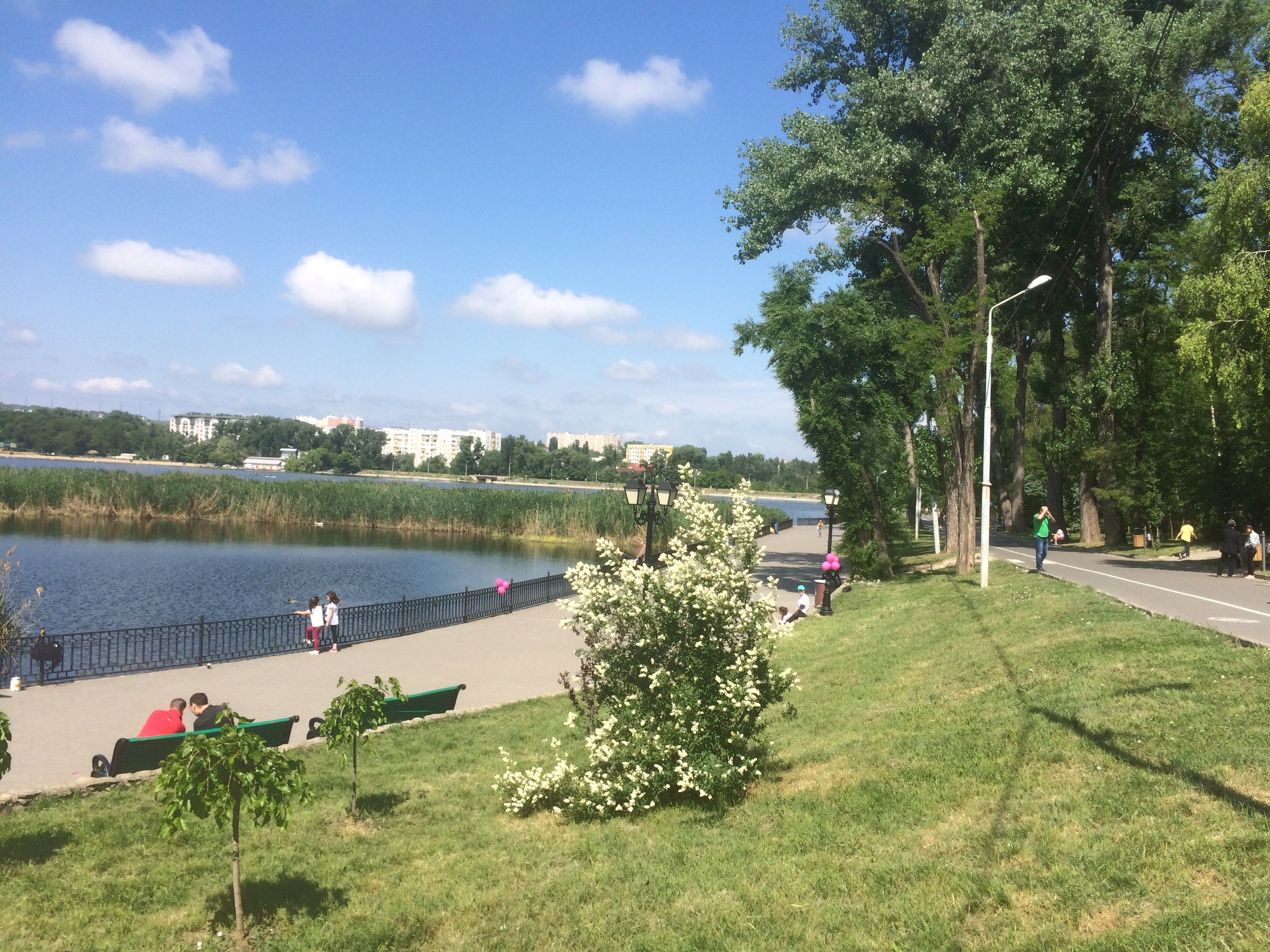 Lake & Park in Chisineau