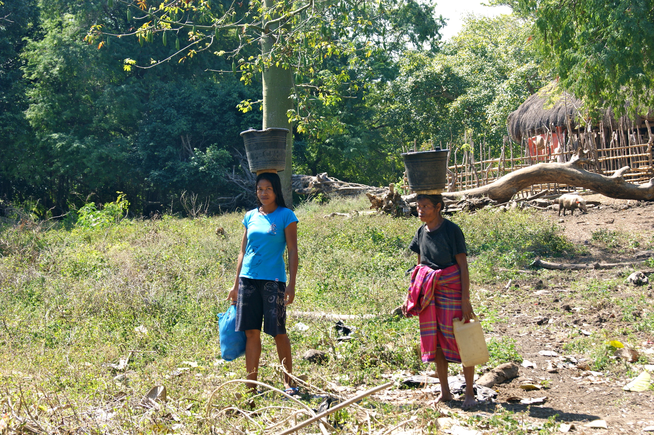 Women carrying buckets of water before the Sumba Foundation helped them get access to water in Hobajaingi Village in 2013.