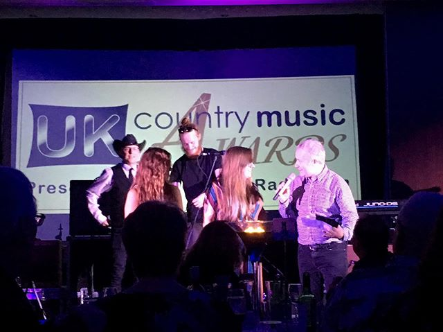 What a night! I didn't win but I did get to meet so many people I've wanted to meet all year, thank the radio djs and social media pros that helped to get me nominated in the first place, dance in a doorway with @lexiegreenmusic and present the award for Album of the Year - what an honour! 🤠 • • Thank you so much to @ukcountryradio for putting on a great night, supporting country music, and trusting me to present! You are all so lovely and it was great to meet you! 🥰 • • #ukcountryradio #ukcountrymusic #womenincountry #music #countrymusic