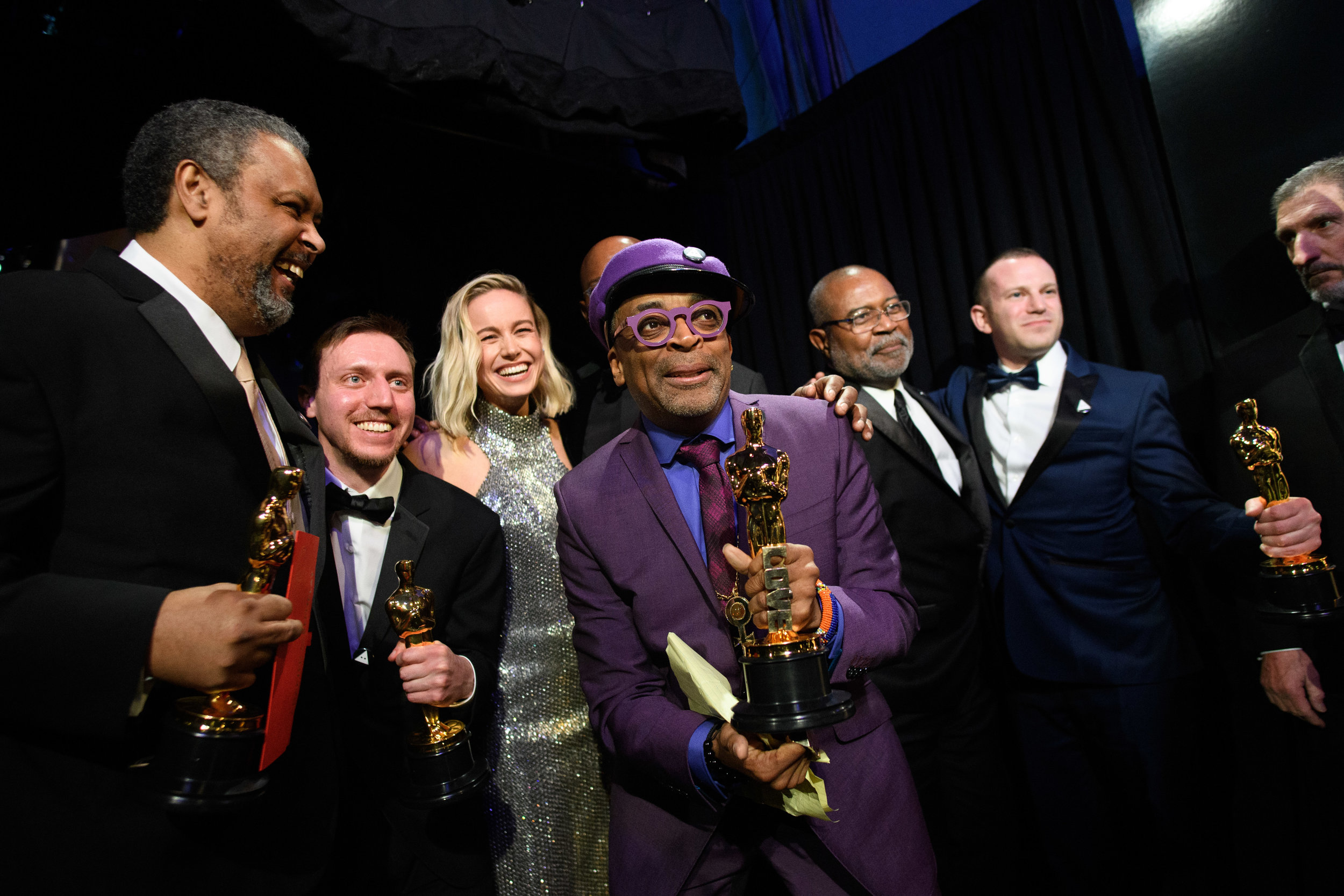 Kevin Wilmott, David Rabinowitz, Spike Lee and Charles Wachtel with Brie Larson pose backstage with the Oscar® for adapted screenplay during the live ABC Telecast of The 91st Oscars® at the Dolby® Theatre in Hollywood, CA on Sunday, February 24, 2019.  Credit: Matt Petit / ©A.M.P.A.S.