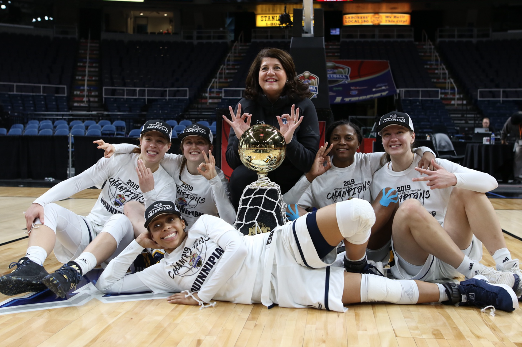 Fabbri and her five seniors celebrate the 2019 MAAC title. (Photo by Morgan Tencza)