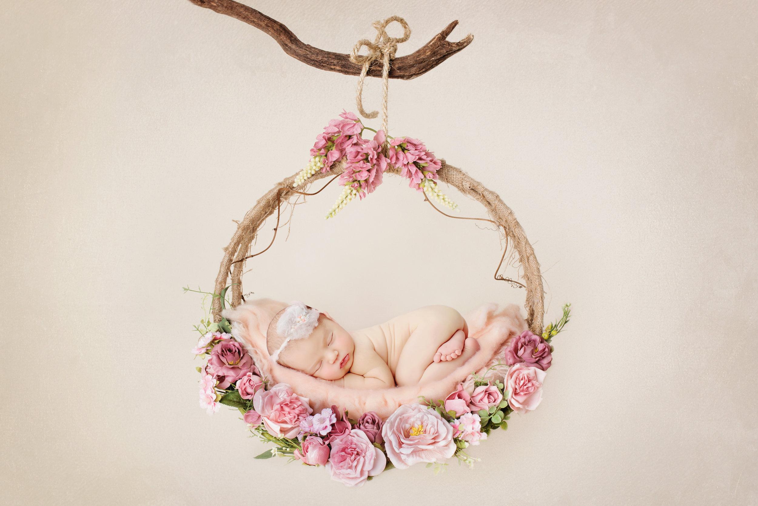 Bravo Bianca pour ton travail magnifique. On a fait des photos de famille avant la naissance de bébé et une séance après sa naissance. Très à l'écoute de nos envies, douce et patiente avec les enfants, de très bons moments à faire les séances photos. Et au final le talent et un soupçon de magie de Bianca nous offrent des souvenirs magnifiques. Bref, vous l'avez compris, je suis conquise et vous recommande chaudement de faire appel à cette talentueuse photographe - Anne