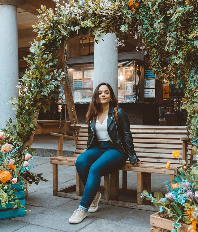 Flower girl 🌸 jumping 3 months ahead to let yall know that I was in London last week 🎡 (expect lots of incoherent spam from the past few months as I continue to find reasons to take a break from exam revision) . 📸 @sebasdiazmarulanda