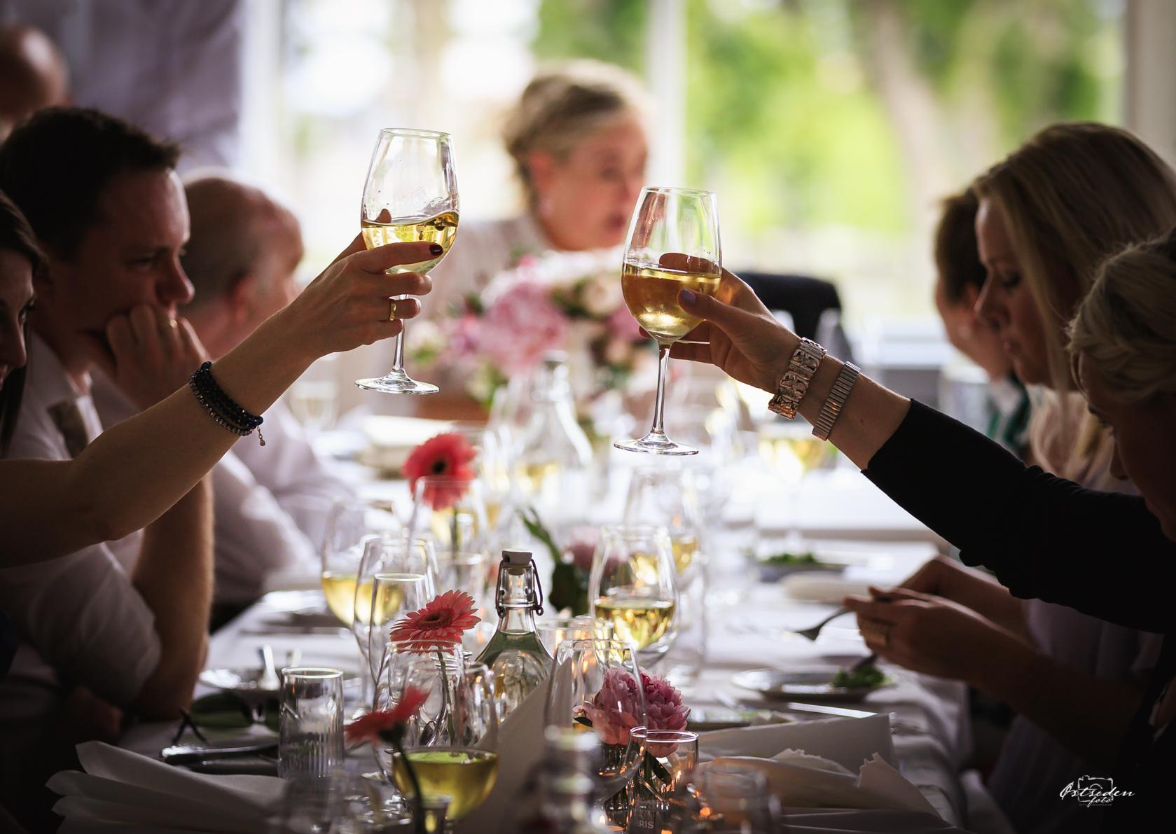 God stemning - …en flott bryllupsfest i Skjeberg…