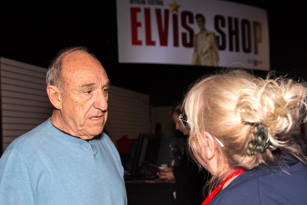 SIDEBURNS Magazine editor, Carolyn MacArthur, conferring with Tony Busseri of ARB Productions, Niagara Falls, 2018.  Photo Credit: Lori-Anne Crewe, LA Photography.