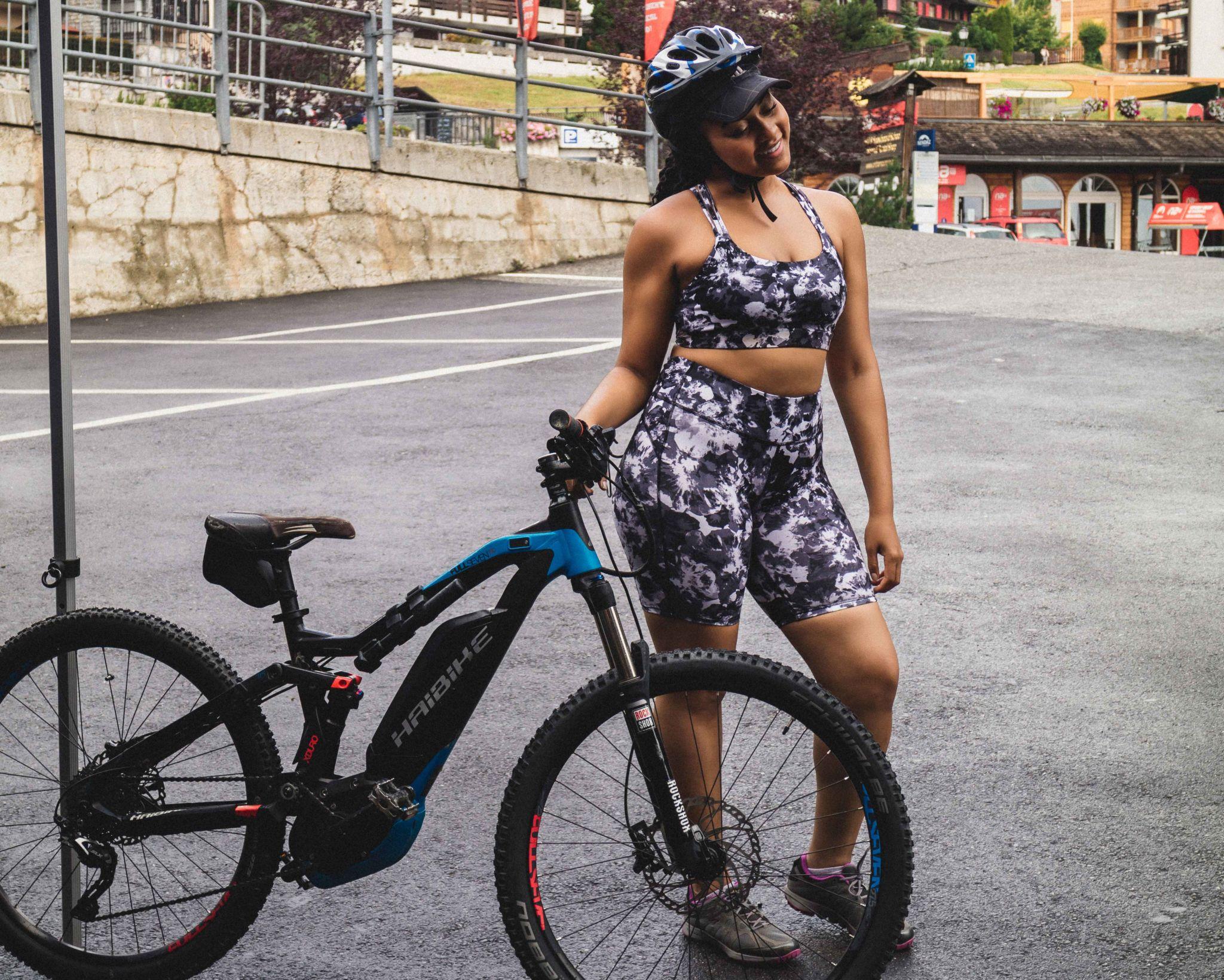 Elaisha-Jade-Mountain-biking-nege.jpg