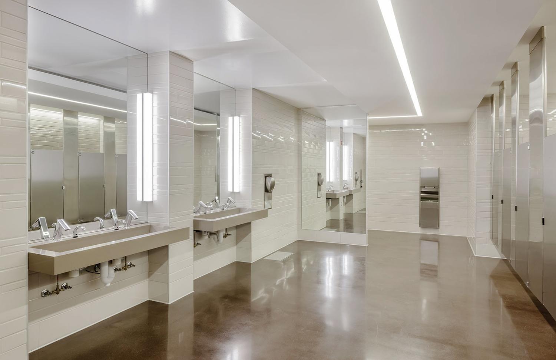 River+Center_Bathroom_300dpi_ROOT.jpg