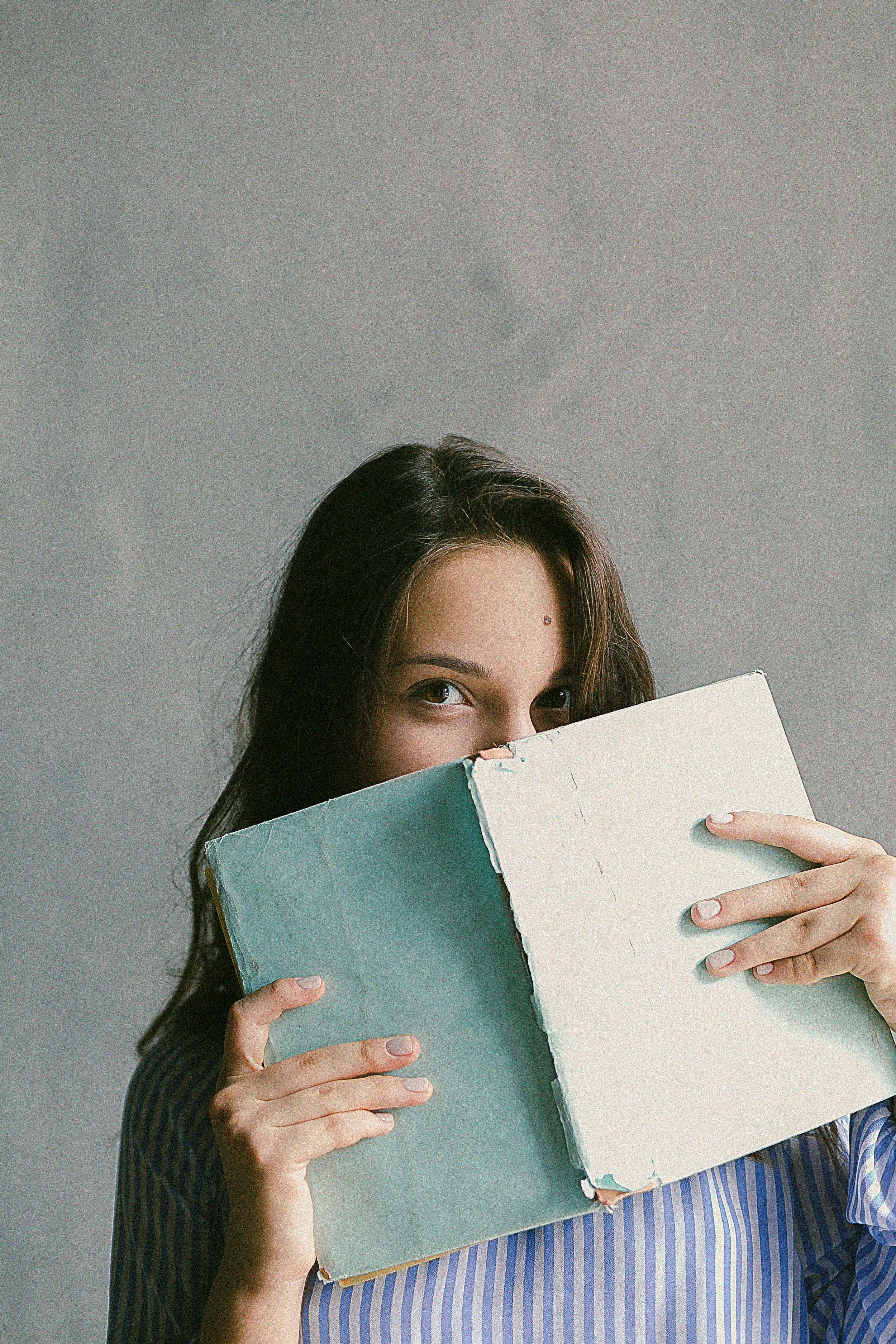 adult-blank-book-698928.jpg