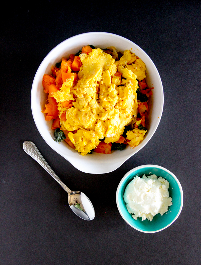 Eggs, goat cheese, kale, & onions > Twice-Baked Sweet Potato Babe Brunch! Only 5 ingredients for your next healthy brunch! #healthybrunchrecipe #sweetpotatoes #glutenfree