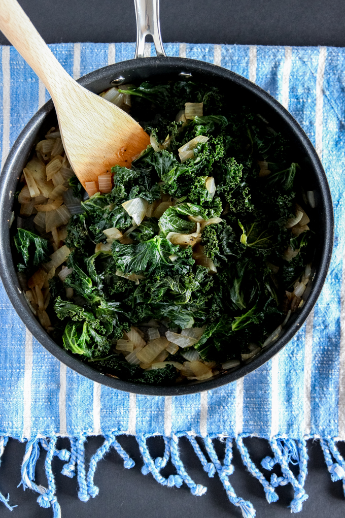 Healthy kale + sautéed onions in delicious BABE BRUNCH recipe - 5-ingredient Twice-Baked Sweet Potatoes for your next healthy ladies' brunch! #healthybrunchrecipe #sweetpotatoes #glutenfree