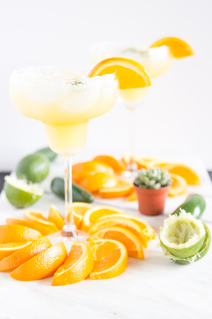 Spicy OJ + Jalapeño Margarita! Only 5 natural ingr. and SUPER delicious! Perfect for Cinco de Mayo! #margarita