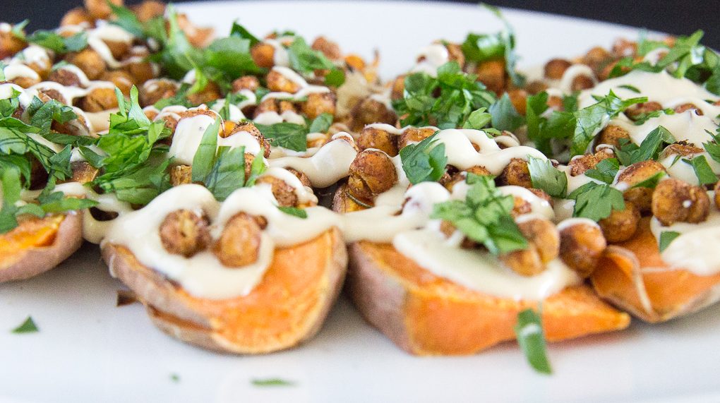 Delicious 5-ingredient Mediterranean-style sweet potato toast!