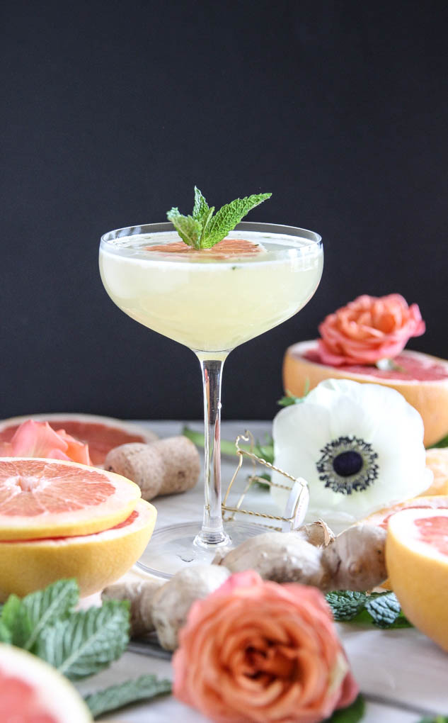Bright + fresh Grapefruit Ginger-Mint Mimosa! Only 4 ingredients for this insanely delicious + beautiful drink to serve at your next gathering! #mimosa #grapefruitjuice #ginger #prosecco.jpg