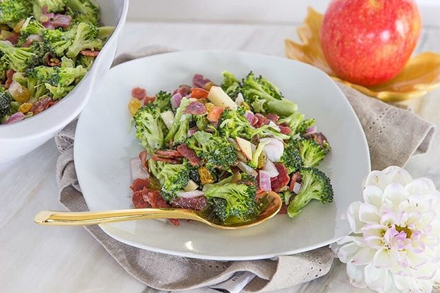 #FlashbackFriday to that time I remixed my Mom's traditional broccoli salad to be just a tad healthier with a fall flare! I'm craving these crunchy harvest flavors before making all my meals in a crock pot (anyone else?). Are you making all the autumn recipes right now?? #easyrecipe #fallfood • • • • • • #livecolorfully #colorpop #prettyfood #foodstyling #f52grams #feedfeed #homemade #healthyeats #nourish #flashesofdelight #abmlifeiscorful #foodie #foodblogger #ncblogger  #foodgawker #eeeeeats #foodart #foodiegram #eatfamous #healthyeating #spoonfeed #buzzfeast #huffposttaste #cheersyears #tcyrecipes