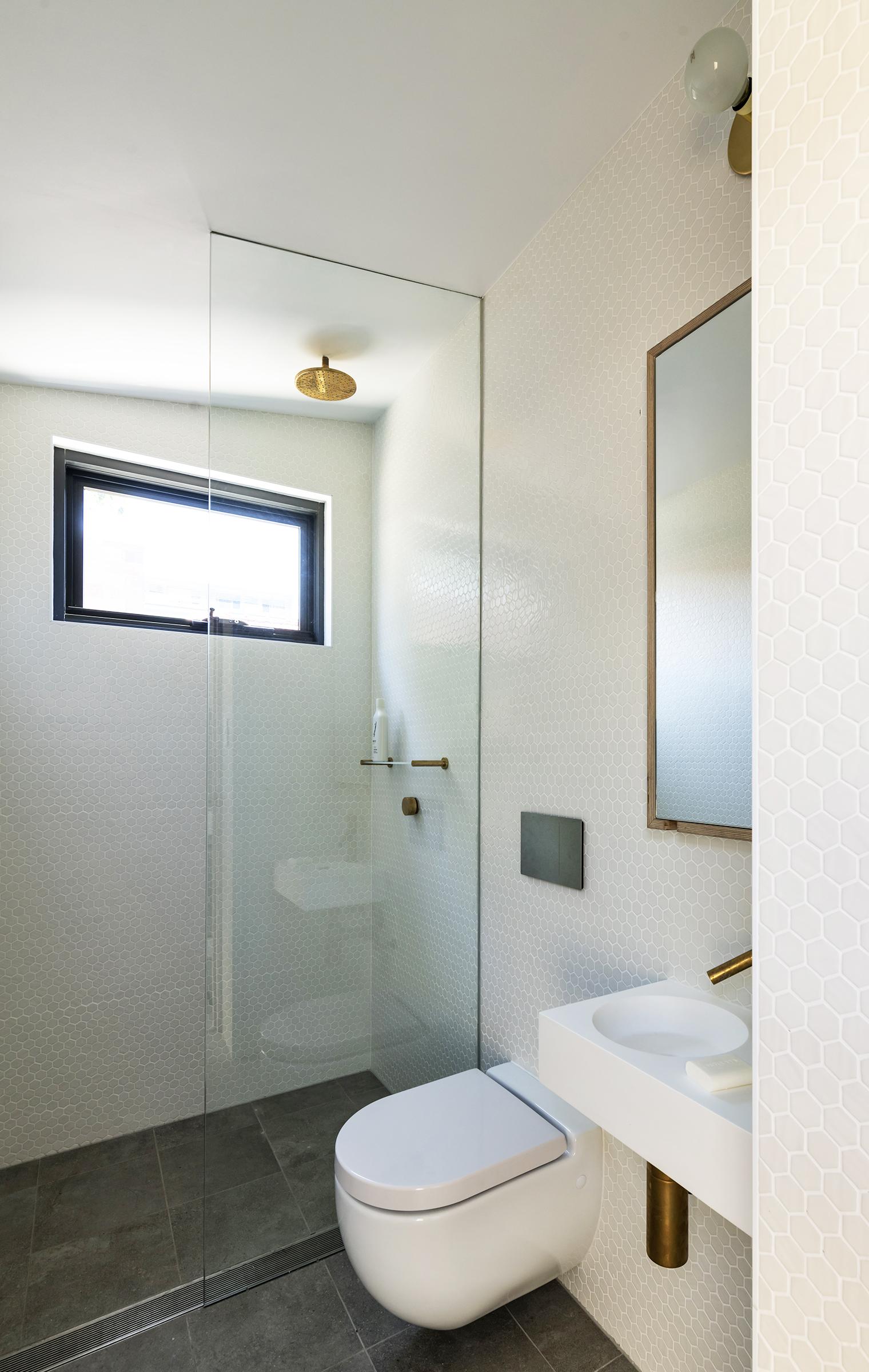 Yardstix Y20 Washroom