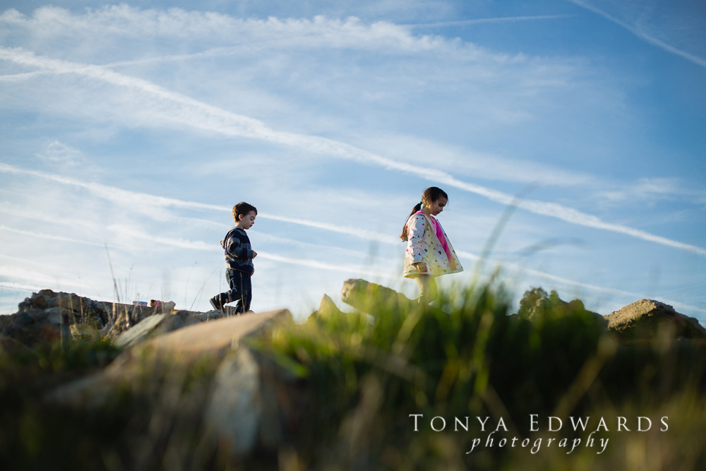 Tonya Edwards | Lifestyle Family Photographer | brother and sister exploring