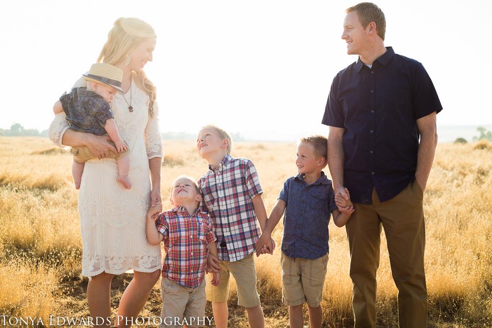 Tonya Edwards | Oroville Family Photographer | family of six