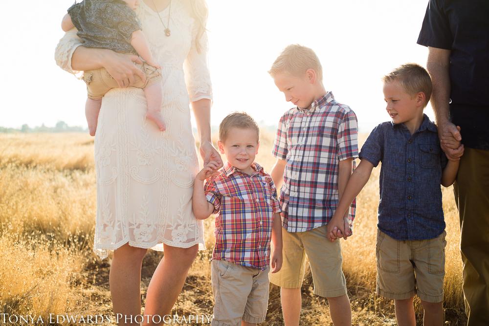 Tonya Edwards | Oroville Family Photographer | large family pose