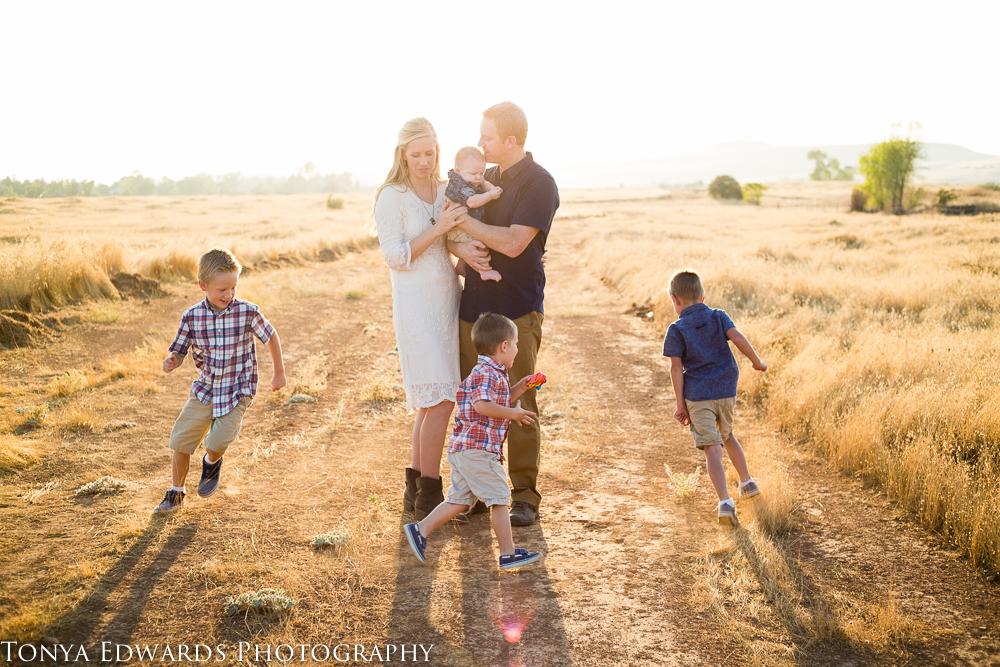 Tonya Edwards | Oroville Family Photographer | fun family of six sunset photography