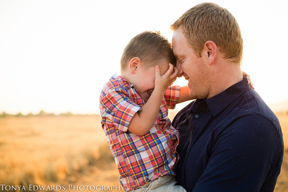 Tonya Edwards | Oroville Family Photographer | father and son moment
