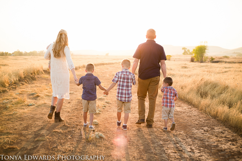 Tonya Edwards | Oroville Family Photographer | what to wear to your fall family photo session