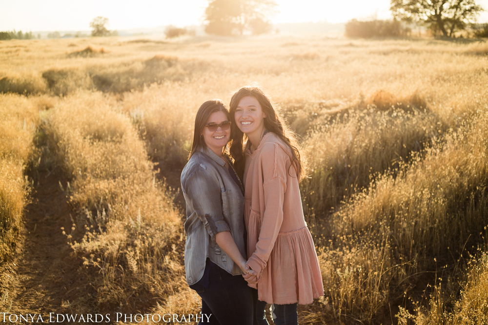 Tonya Edwards | Oroville Family Photographer | mother and daughter holding hands