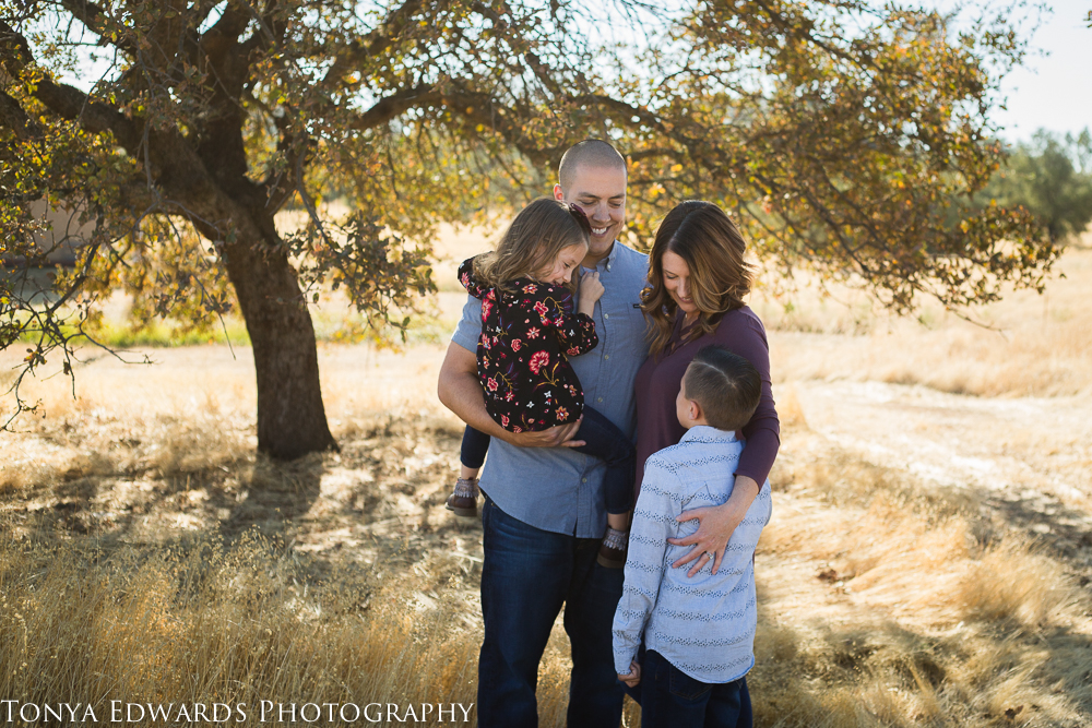 Tonya Edwards   Butte County Photographer   family of four in a field