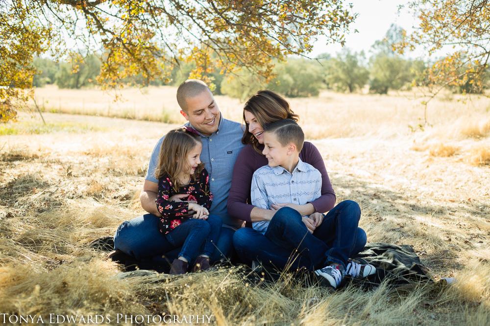 Tonya Edwards Photographer   Northern California photography   family on a blanket under an oak tree