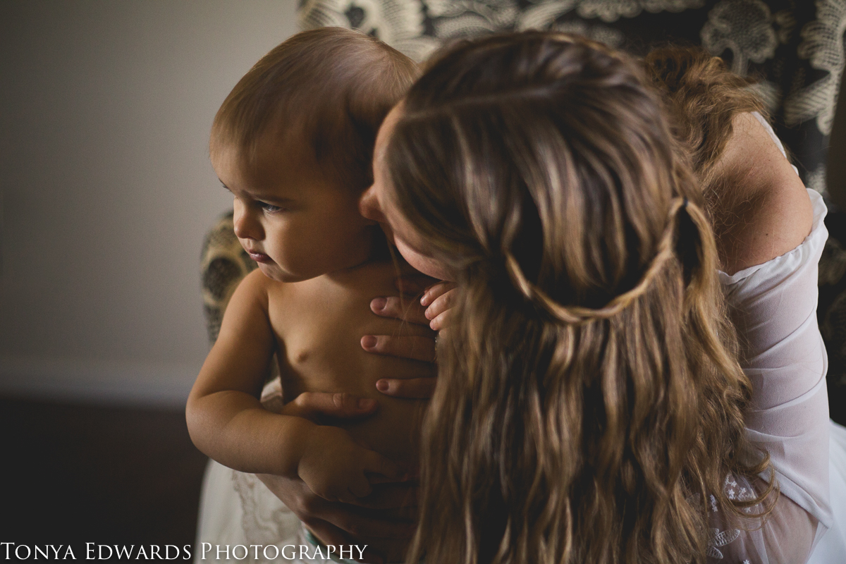 Tonya Edwards | Oroville Photography | mother kissing the side of her baby face