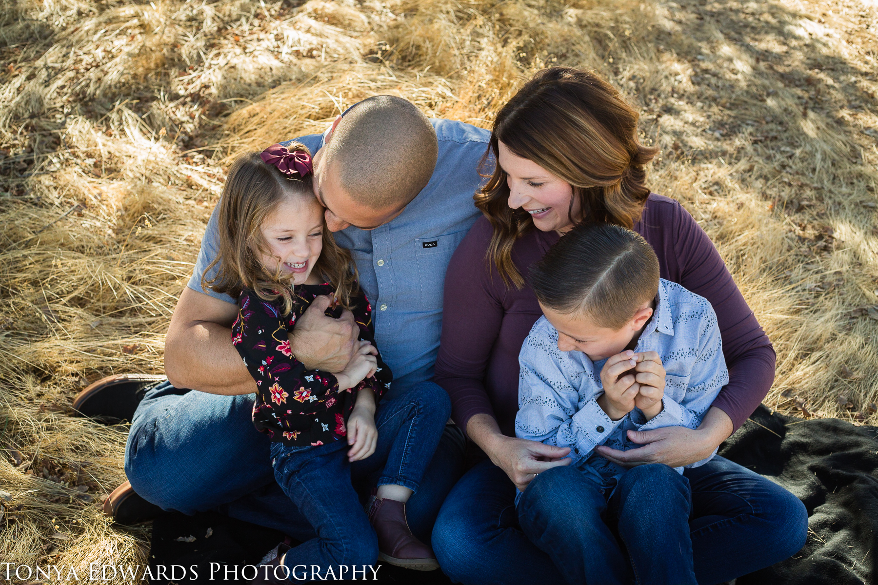 Tonya Edwards | Oroville Photographer | son and daughter with parents sitting on a blanket under a tree