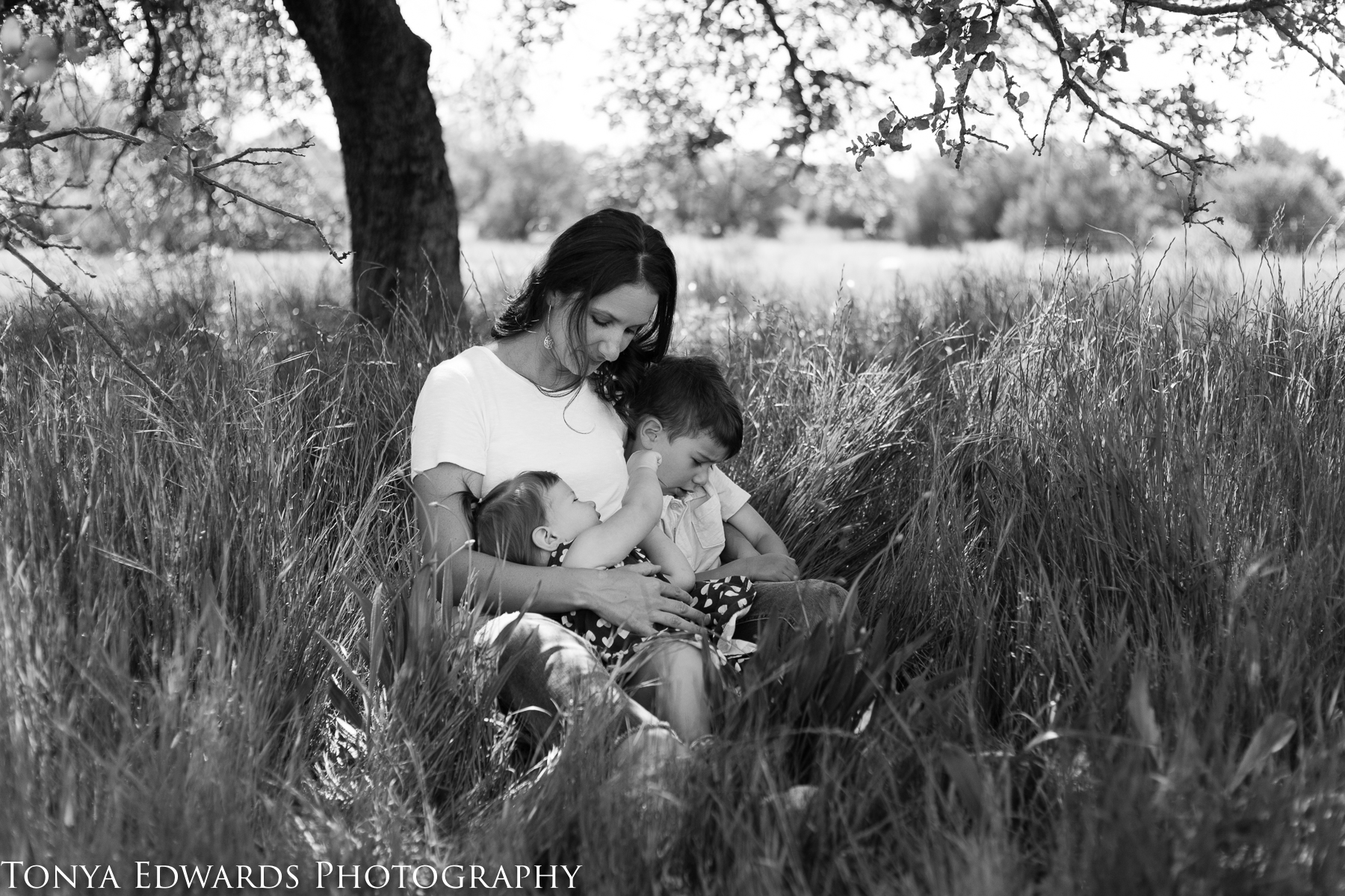 Tonya Edwards | Oroville Family Photographer | mommy and me mini session outdoors in spring time under a tree with son and daughter in black and white