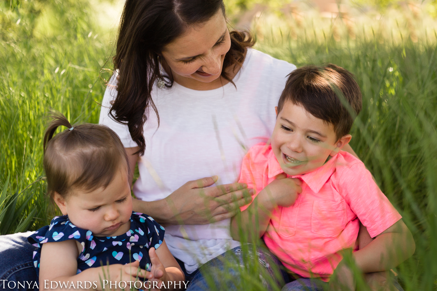 Tonya Edwards Photography | Oroville | motherhood mini mama and children sitting in the spring green grass smiling  in color